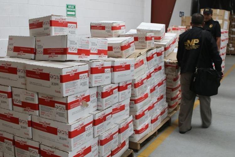Cajas del medicamento nutricional Plumpy Nut localizadas en bodegas del Ministerio de Salud. (Foto Prensa Libre: MP).