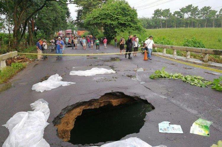 Las autoridades han solicitado usar vías alternas para Retalhuleu y Quetzaltenango, pues el paso está cerrado.
