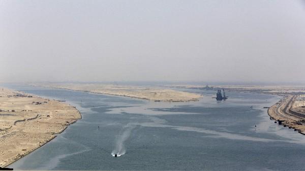 <em>Autoridades egipcias inauguran nuevo tramo del canal de Suez.(Foto Prensa Libre:AFP).</em>