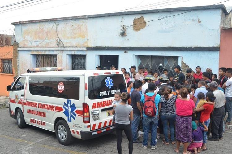 Ataque armado dejó un muerto y un herido en una vivienda en la zona 8. Foto Prensa Libre: Bomberos Voluntarios.