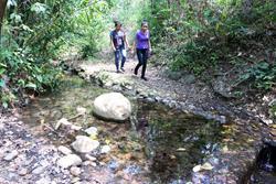 El nacimiento de agua en Retalhuleu corre peligro por la instalación de una hidroeléctrica.(Foto Prensa Libre: Rolando Miranda)