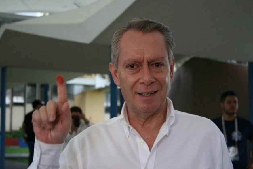 Jorge Briz, presidente del Cacir, votó en el Liceo Guatemala. (Foto: Prensa Libre, Guatemala Visible)