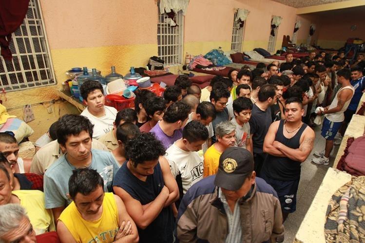 El hacinamiento en las cárceles es un problema para el Sistema Penitenciario. (Foto Prensa Libre: HemerotecaPL)