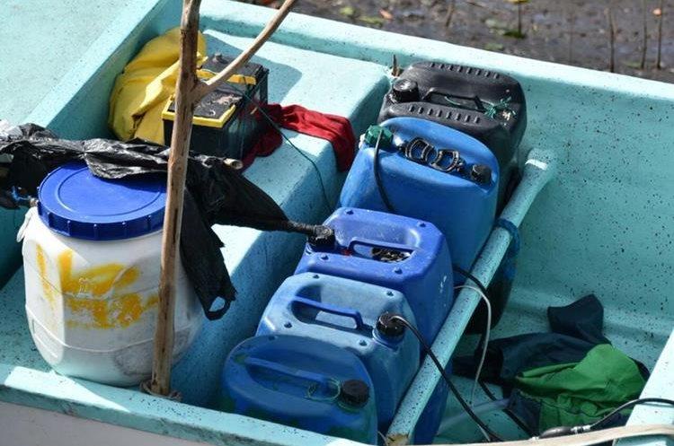 Recipientes que transportaban las lanchas. (Foto Prensa Libre: Fiscalía General de El Salvador).