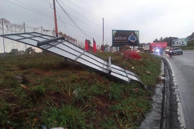 Valla cae en la ruta a Mazatenango, Suchitepéquez. (Foto Prensa Libre: Melvin Popá)