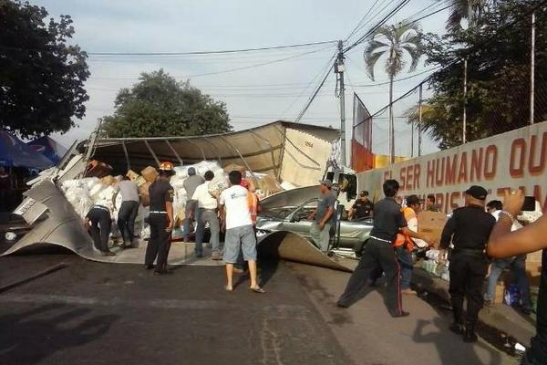 """<p>Un cabezal y varios vehículos chocaron en el km 168, jurisdicción de Cuyotenango, Suchitepéquez. (Foto: Bomberos Municipales Departamentales)<br _mce_bogus=""""1""""></p>"""