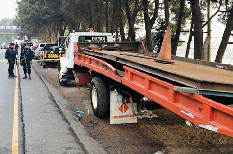 La droga  estaba escondida en la plataforma del camión( Foto Prensa Libre: PNC)