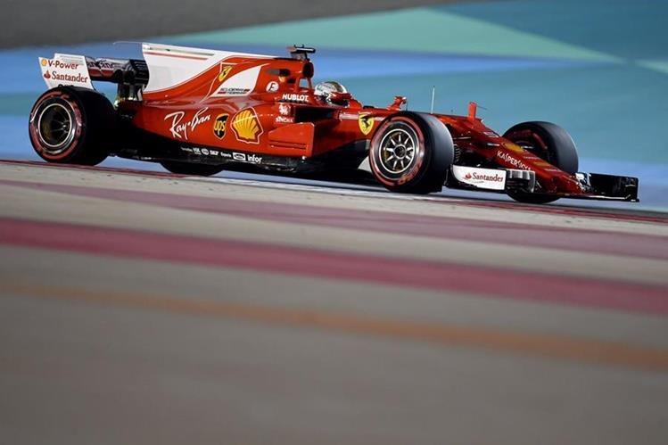 Sebastian Vettel durante las primera prácticas del GP de Bahrain. (Foto Prensa Libre: AFP)