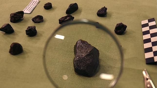 Imagen de archivo de fragmentos de un meteorito recuperado por cientificos españoles. (Foto Prensa Libre:EFE).