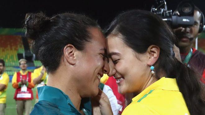 Marjorie Enya e Isadora Cerullo mostraron su amor a millones de personas al protagonizar la primera proposición de matrimonio olímpica. (Getty Images)