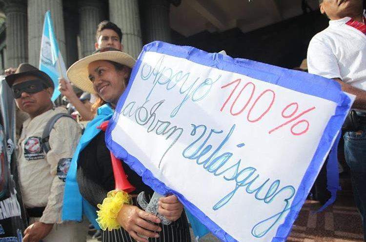 La manifestación se organizó luego de conocer señalamientos de corrupción contra el presidente Morales.
