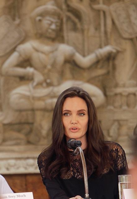 Jolie, durante la conferencia de prensa. (Foto Prensa Libre: AP).