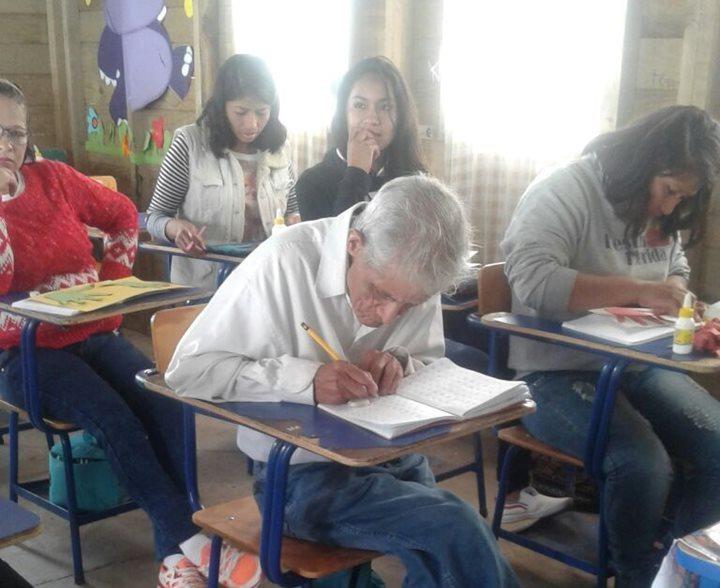 Emilio Juárez es admirado y apoyado por sus compañeros de clases. (Foto Prensa Libre: Alvaro Interiano)