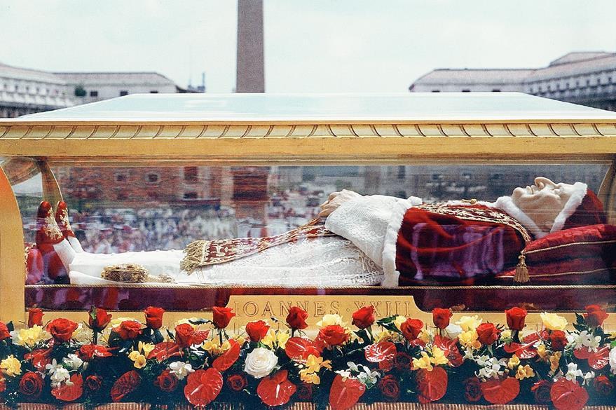 Restos del Juan XXIII expuestos en 2001. (Foto Prensa Libre: AP)
