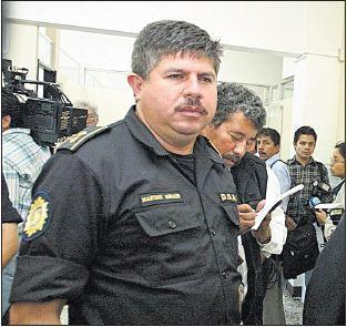 El comisario Isaías Martínez durante un acto público en 2002. (Foto Prensa Libre: Hemeroteca PL)