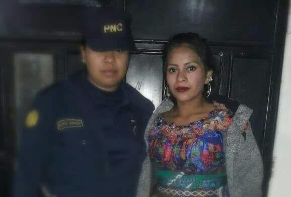 Natalia Jolomocoj al momento de su captura en Sololá. (Foto Prensa Libre: PNC).