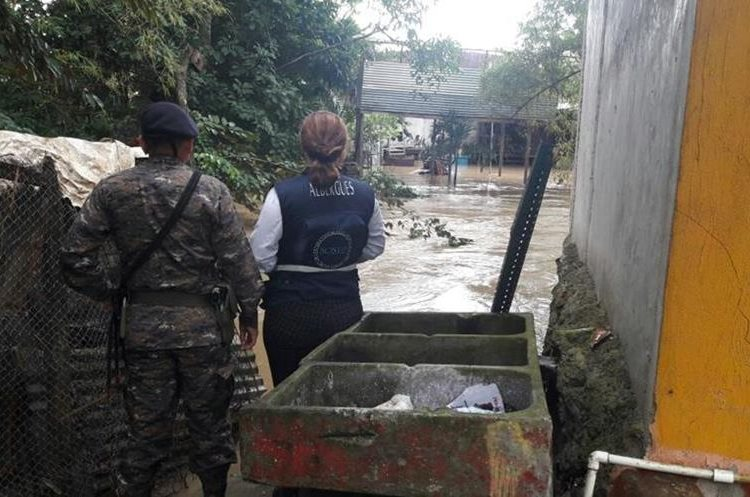 El temporal lluvioso ha dejado varias pérdidas a la población.