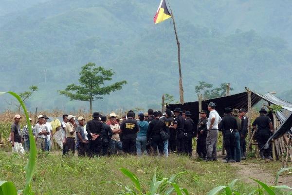 Fiscales investigan los sucesos ocurridos durante los desalojos efectuados en el área del Polochic.