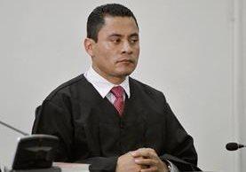 Debido a presiones de la magistrada Blanca Stalling, el juez Carlos Ruano Pineda se excusó de conocer un juicio.