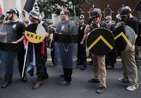 """Trump dice que los grupos radicales fueron atacados primero """"por la izquierda"""", en Charlottesville, Virgina. (Foto Prensa Libre: AFP)"""