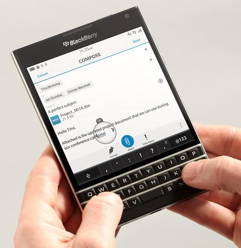 El BlackBerry Passport fue uno de los últimos smartphones fabricados por la compañía. (Foto Prensa Libre: BlackBerry).