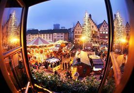 Emblemáticas ciudades se visten de color y tradición por la Navidad.