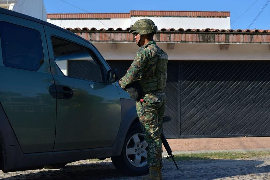 El piloto que trasladó al Chapo tras su fuga, fue detenido este miércoles. (Foto Prensa Libre: AFP).