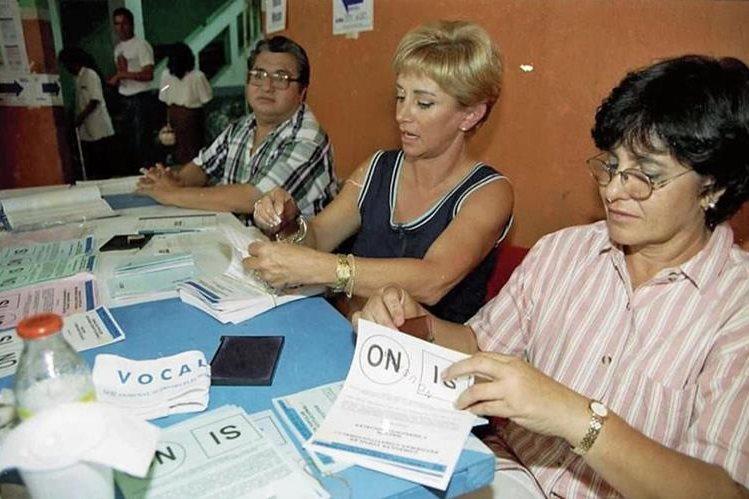 El intento de reformar la Constitución que más lejos llegó ocurrió en 1999, pero se rechazó en consulta popular. (Foto Prensa Libre: HemerotecaPL)