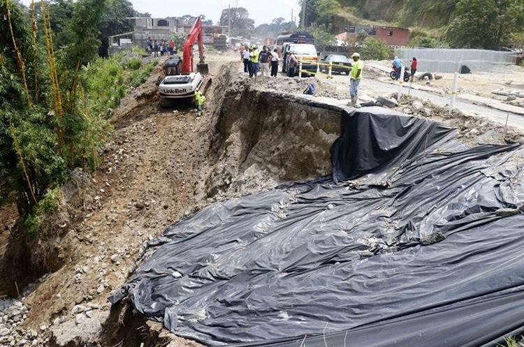 Hundimiento en el km 189, en la ruta de Retalhuleu a Quetzaltenango. (Foto Prensa Libre: Rolando Miranda)