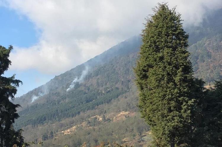 Autoridades de Conred en Quetzaltenango, aseguran que el incendio ya está liquidado. (Foto Prensa Libre: Hemeroteca PL)