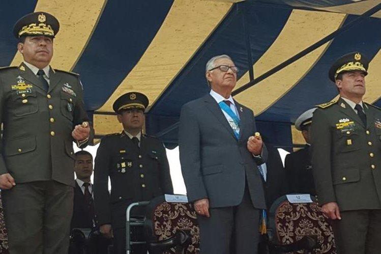 El presidente Alejandro Maldonado Aguirre asistió a la graduación de cadetes. (Foto Prensa Libre: Esbin García)