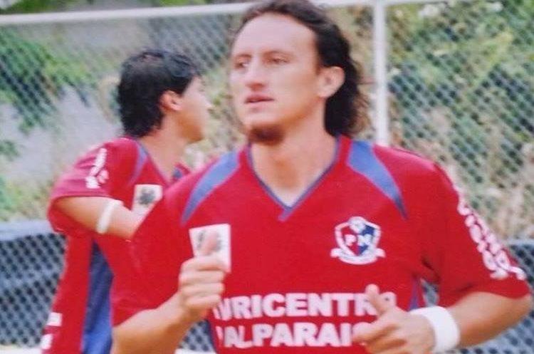Emerson Marroquín, quien es buscado por el crimen contra Gabriela Barrios, cuando jugaba con el club Xelajú M.C. (Foto HemerotecaPL)