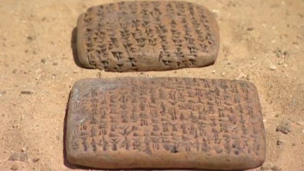 La tableta más cercana es la del rey de un estado vasallo pidiéndole ayuda.