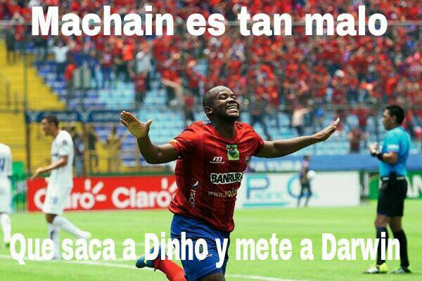 La estrategia de Machaín es cuestionada en los memes. (Foto Prensa Libre: Twitter)