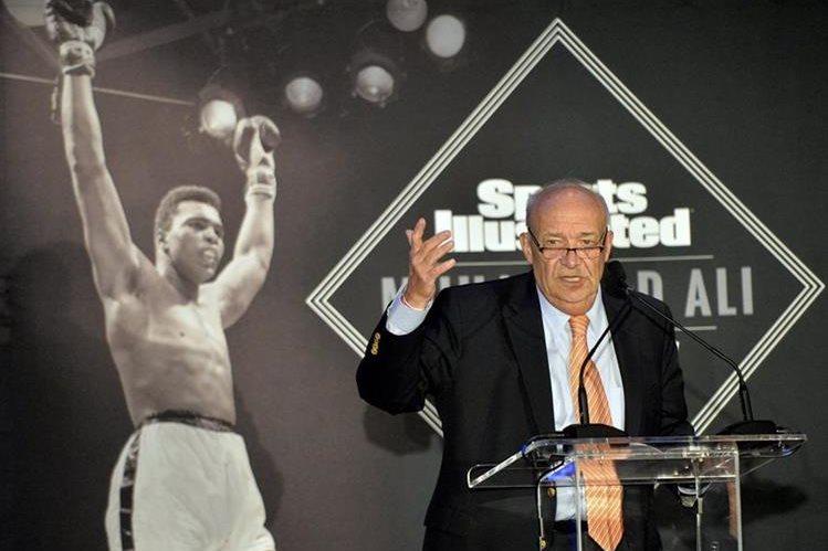 El tres veces campeón mundial fue homenajeado este jueves en Kentucky. (Foto Prensa Libre: AP).