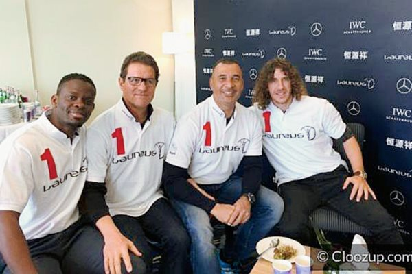 Gullit publicó una fotografía en la red social Cloozup en donde comparte con Louis Saha, Fabio Capello y Carles Puyol en Shanghái (Foto Prensa Libre: Ruud Gullit).