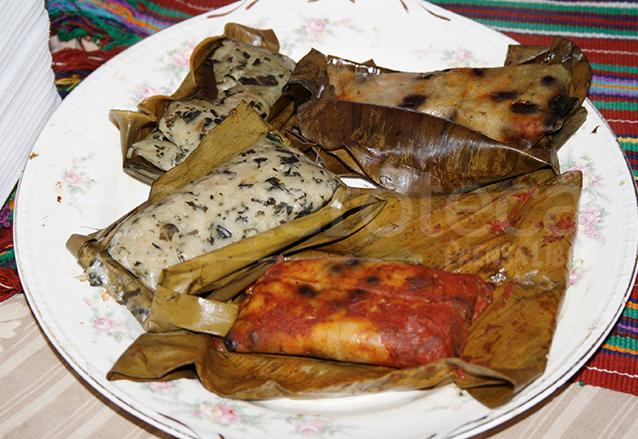 Los famosos tamales peteneros son muy solicitados en las mesitas. (Foto: Hemeroteca PL)