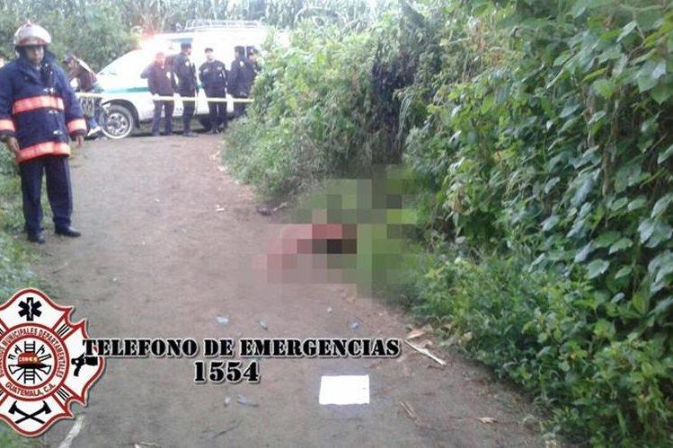 Pobladores alertaron sobre el hallazgo de un cadáver carbonizado en Parramos, Chimaltenango. (Foto Prensa Libre: CBMD)