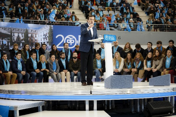 "<span>Mariano Rajoy,</span> <span class=""hps"">da</span> <span class=""hps"">un discurso durante</span> <span class=""hps"">un acto de campaña</span> <span class=""hps"">en </span><span class=""hps"">Madrid,</span> <span class=""hps"">España</span><span>.</span>"
