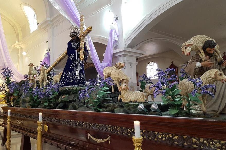 Consagrada Imagen de Jesús Nazareno de los Milagros en su anda procesional que sale mañana del templo de San José. (Foto Prensa Libre: Geovanni Contreras)