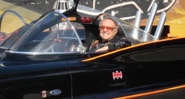 George Barris, el responsable de diseñar el icónico Batimóvil de 1966.