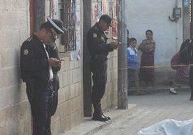 Lugar donde quedó el cadáver de Cristofer José Javier Castellanos, en la ciudad de Chimaltenango. (Foto Prensa Libre: Víctor Chamalé).