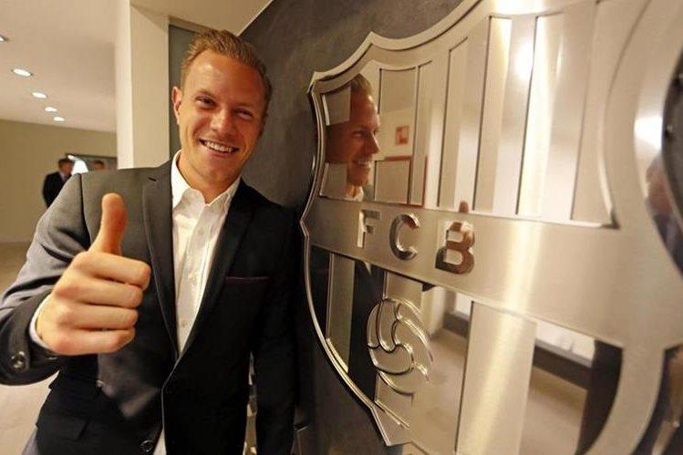 Marc André Ter Stegen sonríe luego de renovar su contrato con el Barcelona hasta junio de 2022. (Foto Prensa Libre: EFE)