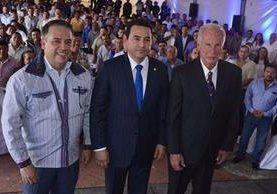 Edwin Escobar, alcalde de Villa Nueva y Álvaro Arzú, alcalde capitalino, dentro de los jefes ediles que apoyaron a Jimmy Morales. (Foto Prensa Libre: Hemeroteca PL)