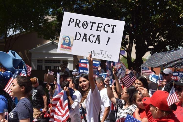 Estudiantes indocumentados amparados por el programa de Acción Diferida para los Llegados en la Infancia (DACA) reclaman sus derechos.(Foto HemerotecaPL).