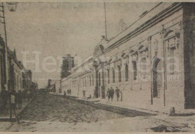 La novena avenida vista desde la 10a. calle, en primer lugar aparece el edificio de la Universidad, hoy museo. (Foto: Hemeroteca PL)