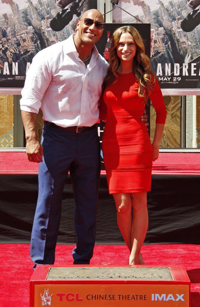 El actor estadounidense Dwayne Johnson y su novia, Lauren Hashian, esperan descendencia para 2016. (Foto Prensa Libre: EFE)