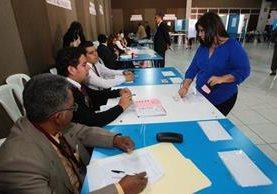 Abogados votan por los magistrados a la CC. (Foto Prensa Libre: Hemeroteca PL)