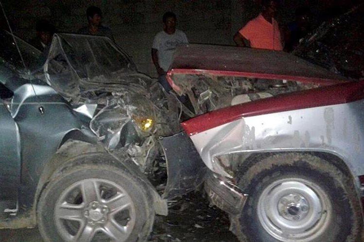 Choque entre dos vehículos, en El Estor, Izabal, causó la muerte de una persona. (Foto Prensa Libre: Dony Stewart)