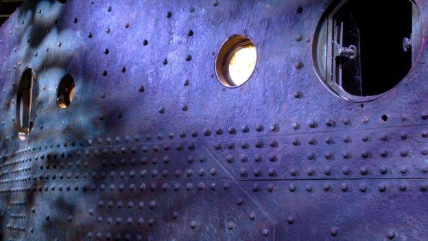 El casco del Titanic (como este trozo que rescató del fondo del mar) era de un acero débil, típico de la era industrial británica, comentó el profesor Guillermo Rein. GETTY IMAGES